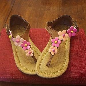 Soooo cute sandals!